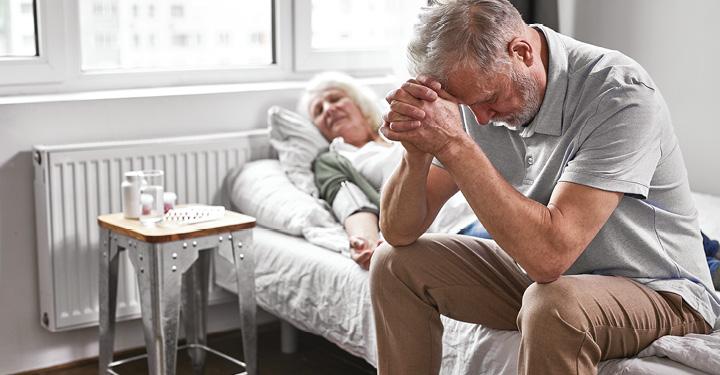 Jak zařídit péči o seniora tak, aby mohl zůstat v domácím prostředí